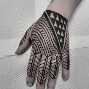Tukutuku patterns. #manawatapu #sunsettattoonz #tamoko #maoritattoo #kirituhi #polynesiantattoo #tribaltattoo #tukutuku #poutama #taniko #maori #newzealand #auckland #patterntattoo #geometrictattoo #blackandgrey #blackwork #blackworktattoo #tattoodo #inspirationtattoo