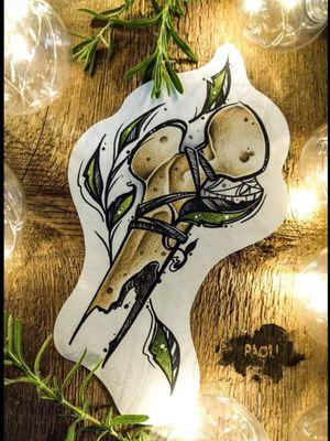 #bone #bonetattoo #tattoodesign #tattoo #neotraditionaltattoos #occultart #halloweentattoo #paoli #freakyskin