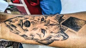 Wolf face tattoo and dotwork #intenzeink #dotworktattoo #zuperblack #trashtattoos #tattootodo #tatuadorescolbianos
