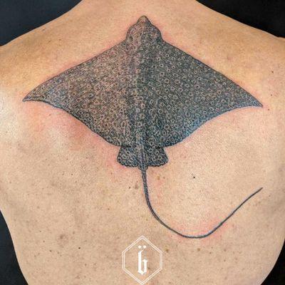 Tattoo by Brucius #Brucius #oceanlifetattoos #oceanlife #ocean #nature #wildlife #animal #water #stingray #mantaray #backpiece #etching #linework #illustrative