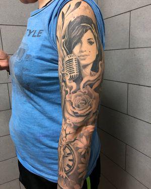 #tattoo #tats #blackandgreytattoo #amywinehouse #rosetattoo #tattoogirl #armtattoo #music #trattindelebili #biro #ivandelgiudice