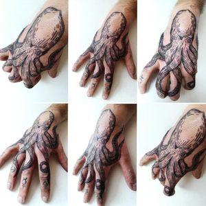 Octopus tattoo. Un simbolo di adattamento. 🐙