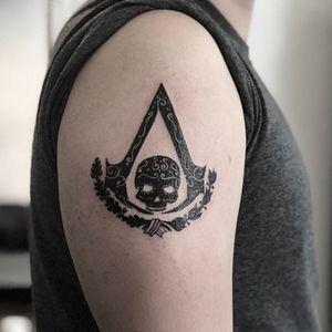 Assassins Creed Mexican Style, tattoo I did couple weeks ago. Booking on whatsapp +522223605806 and DM ✌🏻🤓 #ubisoft #assassinscreed #skull #tattoo #tatuaje #armtattoo #arm #brazo #videogames #videojuegos #gamer #ubisoft #skull #craneo #skulltattoo #craneotattoo #guirnalda #ink #inked #HybridoKymera #puebla #mexico #tatuadoresmexicanos #mexican #mexicano #kraken #hechoenmexico #madeinmexico @tattoodo