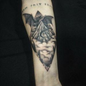 Instagram @amandaclemes #smaug #tattoo #lordoftherings #lonelymountain #blackink #blackwork #smaugtattoo #lotrtattoo #lordoftheringstattoo #joinville #tattoojoinville #lotr #brasil #tatuadoresbrasileiros #tatuadorasbrasileiras #senhordosaneis #mynexttattoo #senhordosaneistattoo #tattoobrazil #tattoobrasil