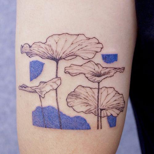 Tattoo by Nanal Tattoo #NanalTattoo #planttattoos #planttattoo #plant #nature #lilypads #illustrative #watercolor #leaves