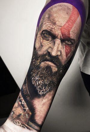 terminei hoje o Kratos, Crayton, Creiton, Creiton Rasta, sei la... 15h de trampo em 2 sessões  #gow #godofwar #kratos #tattoo #ink #inkject #sullenclothing #intenzepride