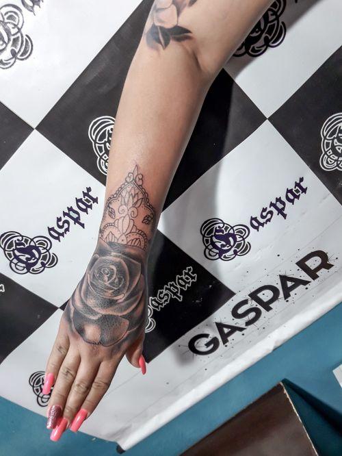 #rosa  #RosasTattoo  #rosascomarabescos  #rose  #roses  #rosestattoo  #rosesleeve