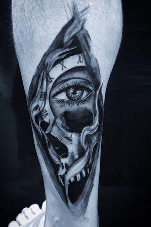 Trabalho preto e cinza realizado pelo tatuador @andrewintertattoo #pretoecinza #blackandgreytattoo #blackandgrey #tattoo #floripa #powergym #tattoostyle #sc