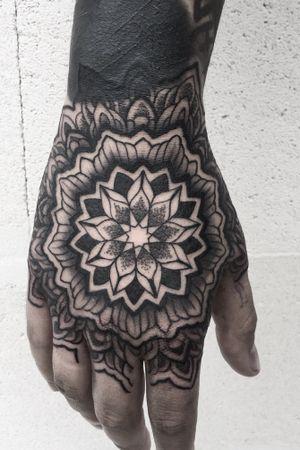 💀zapisy kontakt@xystudio.eu ✌🏻#tattoo #tattoos #ink #inked #iblackwork #mandalatattoo #handtattoo #dotwork #dotworktattoo #art #blackwork #blackworkersubmission #xystudio #ornamentaltattoo #polandtattoos #gdansk #gdynia #sopot #blvart #picoftheday