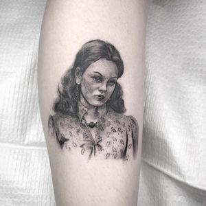 Tattoo by Nathan Kostechko #NathanKostechko #tvshowtattoo #tvshow #tvtattoo #Jackie #That70'sShow #blackandgrey #portrait #MilaKunis