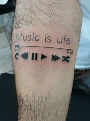 Tattoo foda relacionada a musica