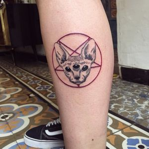 Pentagram sphynx cat, my design. Booking on whatsapp +522223605806 info on my profile ✌🏻🤓 #pentagram #sphynxcat #cat #tattoo #pentagrama #gatoegipcio #gato #tatuaje #calf #calftattoo #pantorrilla #originaldesign #original #inkedgirls #tattooedgirls #ink #inked #HybridoKymera #puebla #mexico #tatuadoresmexicanos #hechoenmexico #madeinmexico @tattoodo #pueblatattoo