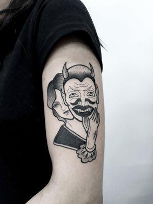 Hoje foi dia da @miichsoliveira fazer mais uma tattoo comigo lá no @tattoostationbrasil 😍  Valeuzão pela confiança 💜 Eai, gostaram ? 🤙💜 ❌Para agendar um trabalho comigo lá no estúdio só chamar no direct ou no whatsapp❌ 📲 (11) 94986-5926  #thpro #neonpen #bold #boldliner #old #oldschool #oldschooltattoo #tattoo2me #blackwork #blackworktattoo #tattoodo #tattoodoapp #tattoo2us #tatuagemblack #tatuagemblackwork #tattooblackwork #black #fineline #finelinetattoo #saopaulo #Tatuapé #carrão #womantattoo #masktattoo #demontattoo #demo #tattoodemulher #wipshading #wipshadingtattoo