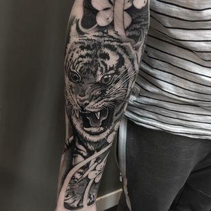 Tattoo by Celio Macedo #CelioMacedo #MotorinkFinest #Amsterdam #bold #graphicart #blackandgrey #tiger #cat #junglecat #flower #cherryblossom #animal #nature
