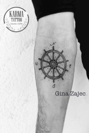 Somos un estudio privado de tatuajes en la Ciudad de México. Nos especializamos en tatuajes a la medida. Si buscas un tatuaje con la mejor calidad, sin que te cueste un ojo de la cara, contáctanos por medio de nuestro sitio web: www.karmainkcollective.com  #tattoo #tatuaje #mexicocity #cdmx #claveria #marianagroning #ginazajec #karmatattoo #karmatattoomx #watercolor #acuarela #blackwork #tatuajemexico #tatuadora #mexicana