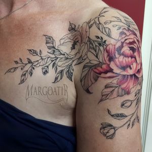Lines fully healed, flower fresh. #flowertattoo #finelinetattoo #graphictattoo #linetattoo #floraltattoo #tattooed #tattoo #ink #inked #amsterdamtattoo #margoatir #customtattoo #customdesign