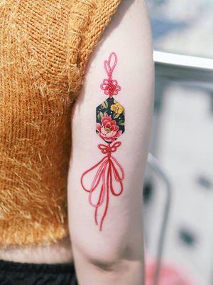 Norigae (Korean traditional ornaments) by SION (@tattooistsion) #flowertattoo #floraltattoo #Korea #KoreanArtist #tattooistsion #colortattoo #flower #flowers #oriental #norigaetattoo