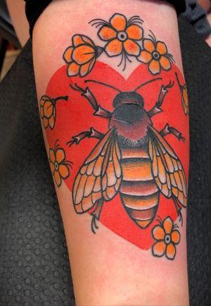 #beetattoo #honeybee #traditionaltattoo #hearttattoo #botanicaltattoo