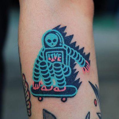 Tattoo by Zzizzi #Zzizzi #skateboardingtattoos #skatetattoos #skateboarding #skateboard #skateordie #thrasher #astronaut #alien #handpoke
