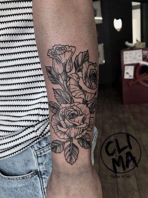 BLACKWORK ROSES🌹 #tattooed #tattoist #tattoo #tattoo2me #tattoos #rosetattoo #tattooer #tattooart #tattooartist #blackwork #blackworktattoo #blackworktattooitaly #ink #inked #rose #roses #tattooing #art #tattoomagazine #tattooarm #dynamic #solid