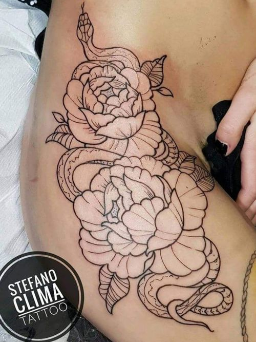 #nofilter #tattoo #girltattoo #peonies #peony #peonytattoo #flower #snake #snaketattoo @tattoodo #picoftheday #workinprogress #line #inked #inkedgirls @inkedmag #tattooed #top #girl #girlwithtattoos #work #followme #enmanierenoire