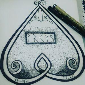 Uma homenagem a deusa Freya! #nordictattoo #norsemen #pagantattoo #pagan #viking #vikingtattoo #vinigraytattoo #vempraliba #tatuagemviking #tatuagem #tattooink #pontilhismotattoo #tattooart #freya #godessfreya #tribaltattoos #tribal