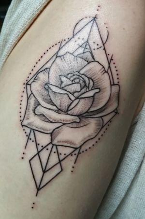 Geometric rose 🌹#geometrictattoo #geometric #rose #geometricrose #flowertattoo #flora #flower #flowers