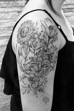 #flowertattoo #tatuagensfemininas #tatuagem #blackwork #blackworktattoo #brasil #ricardomarinho13