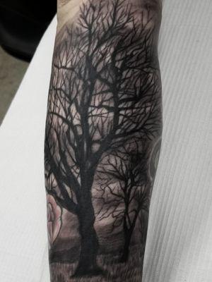 Spooky tree filler. #tree #treetattoo #realism #realistictattoo #blackandgrey #blackandgreytattoo #guyswithtattoos #knoxville #knoxvilletattoo