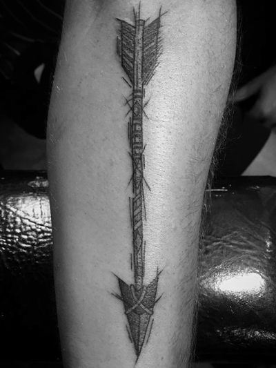 Sketchy arrow. #arrow #arrowtattoo #sketch #sketchtattoo #blackandgrey #blackandgreytattoo #guyswithtattoos #knoxville #knoxvilletattoo