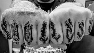 #fingertattoo #letteringtattoo