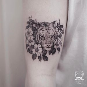 Tattoo by Zihwa #Zihwa #cattattoos #cat #kitty #petportrait #animal #nature #tiger #flower #floral #junglecat #leaves
