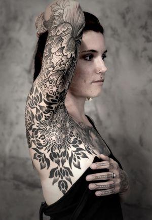 Sleeve in progress on Maud #noksi #noksitattoo #ornamentaltattoo #ornamental #ornament #pattern #patternwork #patternworktattoo #sleevetattoo #sleeve #frenchtattoo