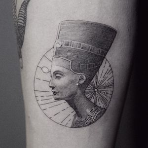 Tattoo by ColdGray #Coldgray #Egyptiantattoos #egyptian #egypt #ancient #esoteric #history #neferetiti #blackandgrey #linework #etching #sculpture #crown #bust #lady #ladyhead #fineart