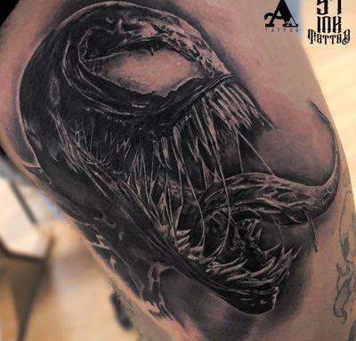 Otra fotito del Venom realizado 💉💉💉 #tattoo #tattoosnob #colorful #cuphead #inked #tattooart #music #ink #sketch #cute #illustration #artwork #flash #tattoooftheday #art #tatuajes #blackandgrey #tattooworkers #sketchtattoo #realism #realismtattoo #handmade #design #realismotattoo #venommovie #venom #spiderman #wearevenom #marvel #tattoosocial