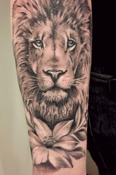 #lion #blackandgrey