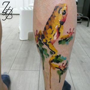 """La petite grenouille en version photo ! Et vous quelle est la petite """"bébête"""" que vous aimeriez avoir sur votre peau ? #frog #frogtattoo #zeldabjj #zeldablackjeanjacques #colmartattoo #alsacetattoo #frenchtattoo #tattoo #tatouage #knifepainting #paintingtattoo #tattoopainting #graphictattoo #graphicdesigntattoo"""