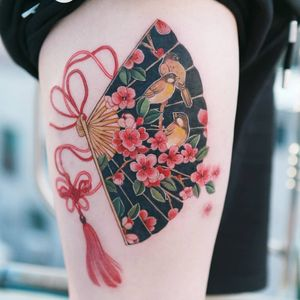 Cherry blossoms and a sparrow drawn in a fan with a red butterfly knot. #tattooistsion #flowertattoo #floraltattoo #Korea #KoreanArtist #tattooistsion #colortattoo #flower #flowers #oriental