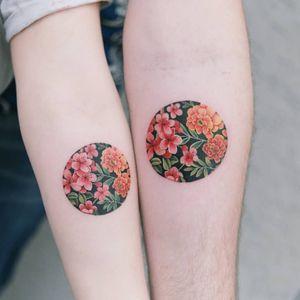 A beautiful couple's birth flower in a black circle. #tattooistsion #flowertattoo #floraltattoo #Korea #KoreanArtist #tattooistsion #colortattoo #flower #flowers #oriental