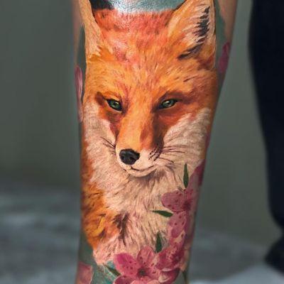 Tattoo by Nikita Ilin #NikitaIlin #foxtattoo #fox #animal #nature #color #watercolor #painterly #realistic #flower