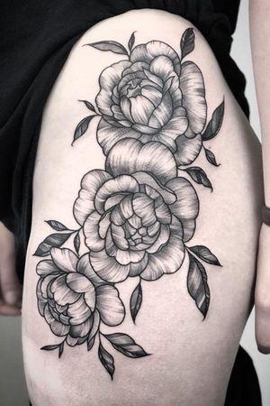 Peony dotwork thigh tattoo.