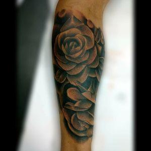 Roses tattoo.. #tattoo #ink #inked #rosestattoo #roses #rosesleeve #blackandgrey #rosesblackandgrey #blackandgreyrose