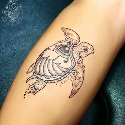 Little Turtle :) 🐢 #turtle #jewel #tattoos #Reminisce #Reminiscetattoo #bangkok #bangkoktattoo #thaitattoo #Thailand