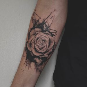 Another rose dropped at @Lacuna by me. I love mixing the spilled ink with a realistic piece. Feel free to hit me up if youd like a similar piece #tattoo #rose #rosetattoo #blackwork #realism #tattooroses