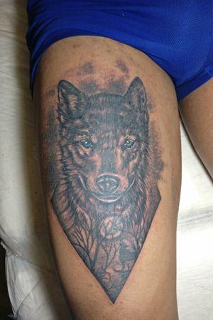 Lobo em preto e branco... #lobotattoo #wolf #blackandgrey #blackandgreytattoo #blackandwhitetattoo #blueeyestattoo #animaltattoo