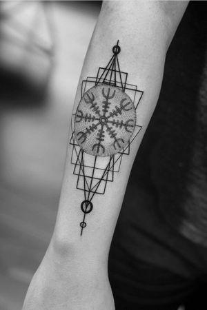 Sacred geometry #linework #geometrictattoo #blackandgrey #dotwork