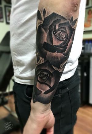 Some negative roses for Tom from a little while back. #blackandgrey #blackandgreytattoo #blackandgray #blackandgraytattoo #bng #bngtattoo #realistic #realistictattoo #realism #realismtattoo #blackandgreyrealism #rose #roses #rosetattoo #realisticrosetattoo #negative #negativerose #negativerosetattoo #negativetattoo