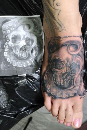 #skulltattoo #skull #oceantattoo #tentakel #totenkopf #foot #foottattoo #skulls