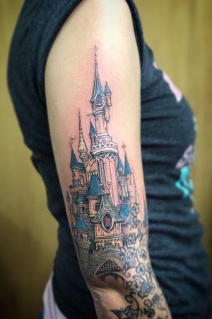 Working on This Disney Castle on Kim. Tattoos below not by me, still have to rework them. #disney #disneycastle #disneytattoo #waltdisney #realistictattoo #colortattoo #tattoo #tatuagem #tatuaje #wallsandskin #rotterdamtattoo #amsterdamtattoo
