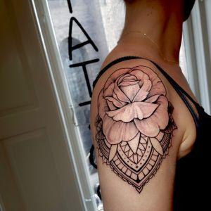Had the pleasure of adding yet another piece to Julie's tattoo collection. #rose #rosetattoo #mandalatattoo #shouldertattoo #flower #flowertattoo